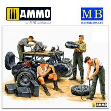 1/35 German Motorcycle Repair Crew
